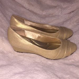Coach and Four Light Gold Pumps